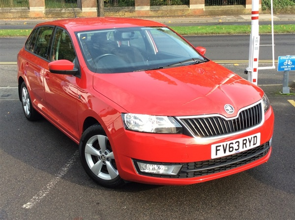 used 2013 petrol skoda rapid in red 40 877 miles for sale. Black Bedroom Furniture Sets. Home Design Ideas